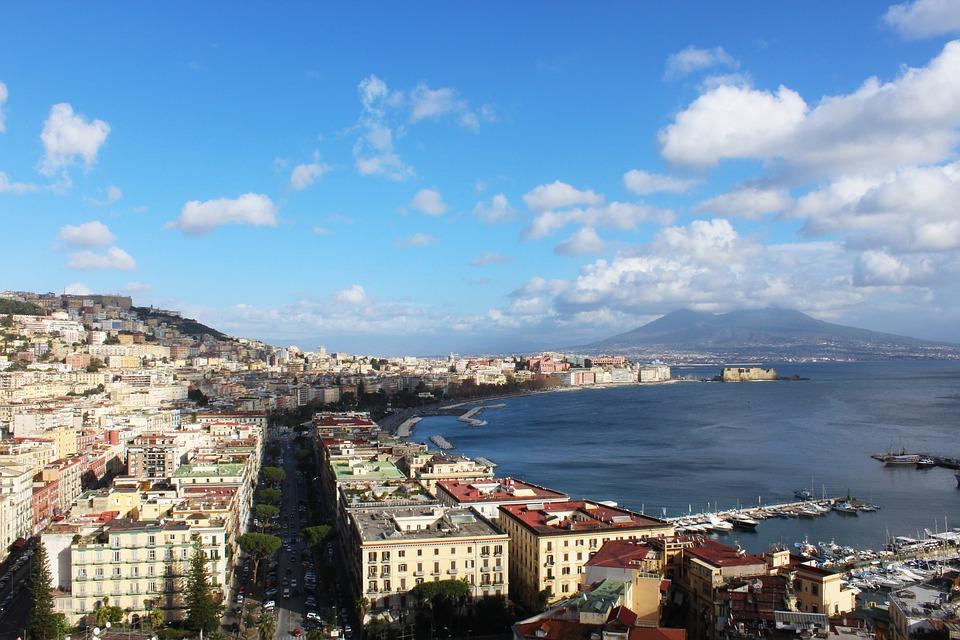Golfo di Napoli con vista sul Vesuvio