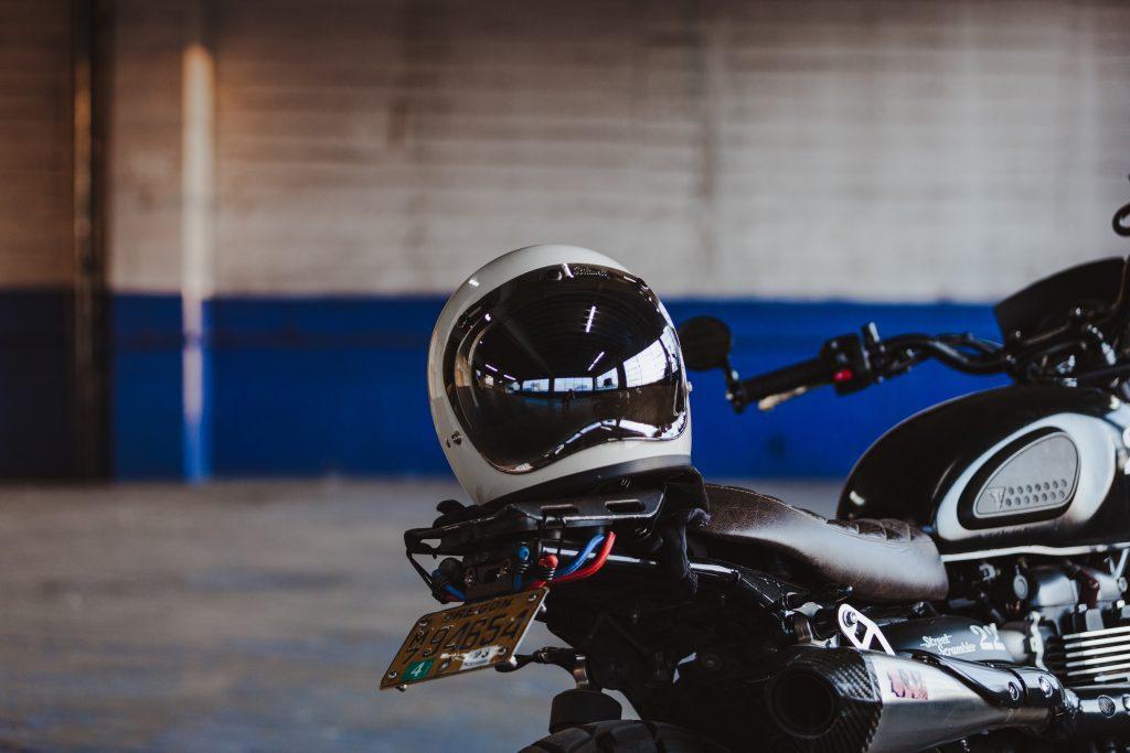 moto e casco